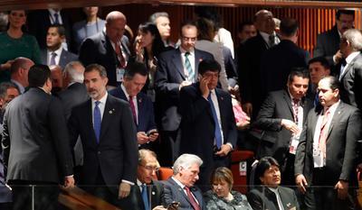 El rey Felipe VI de España, el presidente de Perú, Martín Vizcarra, el presidente de Cuba, Miguel Díaz-Canel, y el presidente de Bolivia, Evo Morales.