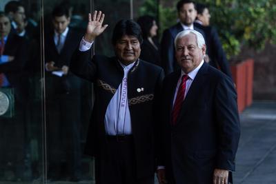 Evo Morales, entre los asistentes a la toma de protesta.