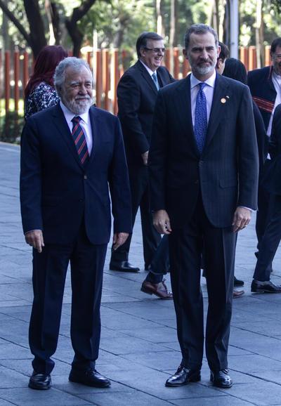 El Rey de España Felipe VI  a su llegada acompañado de Alejandro Encinas.
