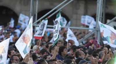 AMLO recibe el Bastón de Mando y da mensaje a México