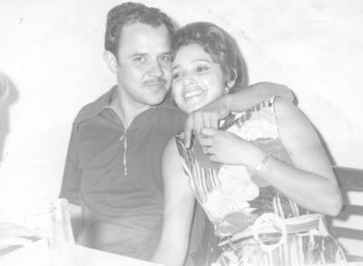 02122018 Fernando Muñoz Olvera festejando su cumpleaños en 1972 con su esposa, Martha García de Muñoz.