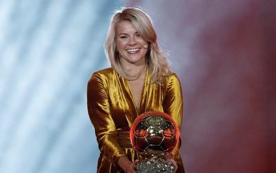 Ada Hegerberg entró en la historia al ser la primera mujer premiada con el Balón de Oro.