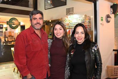 Miguel Aldama, Paola Vázquez y Angélica Soto.