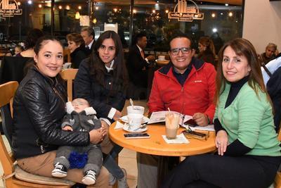 Valeria Ángeles, Fausto Vázquez, Valeria Toulet, Paco Vázquez y Marcela Murguía.