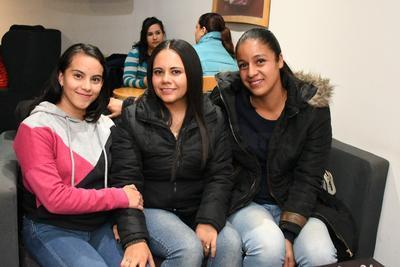 Diana Gabriela Valdez Rivas, Sandra Nayeli Flores y Nayeli Salas.