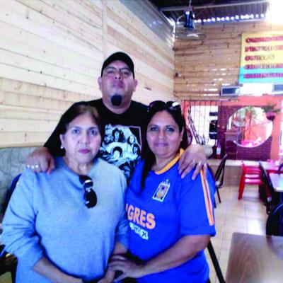 06122018 Yola, Jesús y Yolanda Segura.