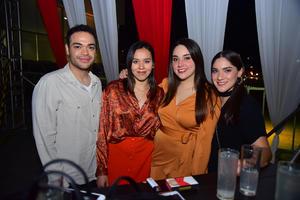 Polo, Tita, Marifer y Angelica