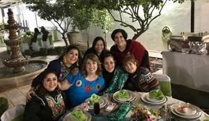 Carmen Cervantes, Judith Ortiz, Susana Herrera, Cristina Gómez, Teresa Trevino y  Claudia Sarraf con la festejada