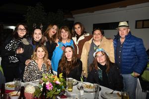 Lupita, Laura, Enrique, Pily, Maricarmen, Edith, Tita y Ale