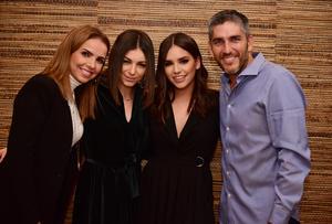 Paulina con sus papas, Fernando y Alejandra, y su hermana, Regina