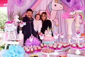 Victoria con sus papas, Jose Elias Ganem y Martha Rodriguez de Ganem.JPG