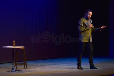 Ante un Teatro Isauro Martínez casi lleno, el comediante ofreció el pasado sábado su show, Gente fea llorando.