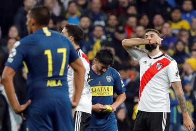 Pratto festejó así su gol ante Boca Juniors.