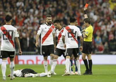 El árbitro del encuentro expulsó recién comenzado el tiempo extra a Barrios, jugador de Boca Juniors.
