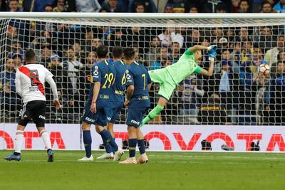 Así marcó Quintero el 2-1 momentáneo en el primer tiempo extra.