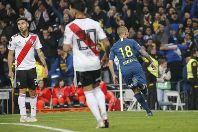 Darío Benedetto festejó el gol que abrió las acciones en el partido ante River Plate.
