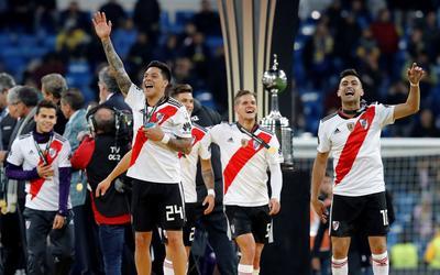 Los jugadores festejan tras conseguir el título.