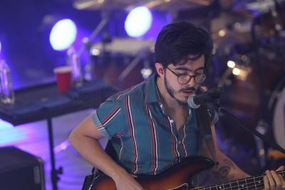 """""""Siempre el primer show en una ciudad es muy especial"""" dijo Villamil antes de tocar 'Otras se pierden' y 'En un solo día'."""
