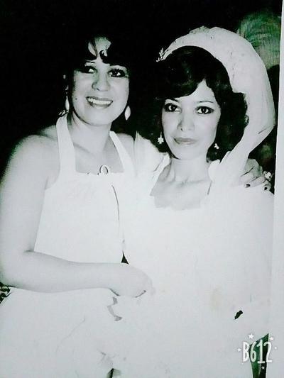 09122018 Cuquis Muñoz Ortiz en su boda el 13 de julio de 1978. La acompaña su prima, Georgina Rodríguez Ortiz.