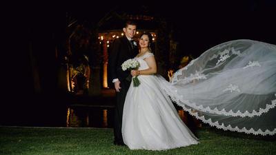 09122018 El 20 de octubre por la tarde, la pareja formada por Ing. Estela Saray Ávila Hernández e Ing. Arminio Luján Hernández fueron bendecidos con el sacramento del matrimonio.