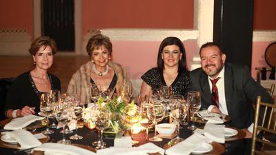 Elizabeth Aguirre, Martha Aguilera, Fabiola de Mejía y Francisco Mejía.