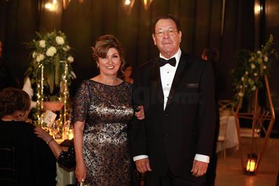 Cristina Urquidi y Francisco Garza, papás de la novia.