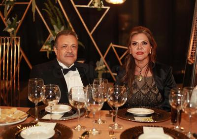 Claudio Herrera y Adriana de Herrera, papás del novio.