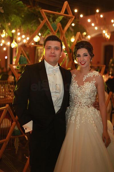 Caro Garza y Ernesto Herrera felices compartieron este momento con sus amistades.