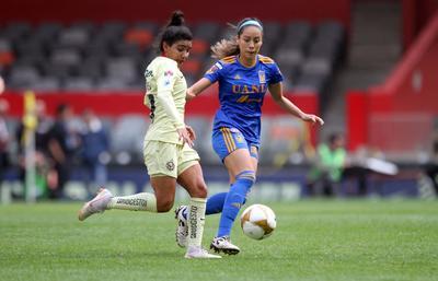 El conjunto americanista salió sin dar concesiones al rival y le presionó en la salida en busca de hacerse con la pelota para hacer su futbol y así fue por algunos minutos, en los que generó peligro sobre el arco de Alejandra Gutiérrez.