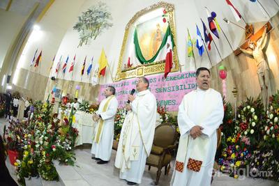 Obispo Luiz Martín Barraza durante la misa.