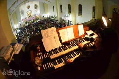 El obispo aseguró que este año fue mayor el número de personas que acudió.