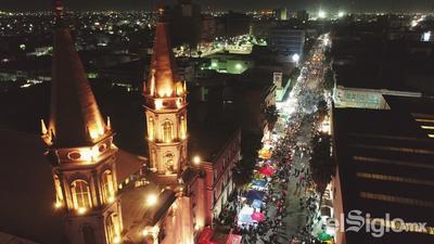 Las peregrinaciones que año con año parten de la Alameda Zaragoza rumbo a la parroquia, culminaron con la tradicional Misa de Gallo que fue presidida y concelebrada por el Obispo de Torreón Monseñor Luis Martín Barraza Beltrán, el padre Benjamín Rivera Rangel y sacerdotes de la Diócesis.