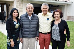 12122018 POSAN PARA LA FOTO.  Lupita, Enrique, Salvador y María Luisa.
