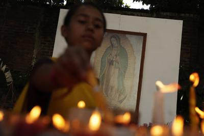 Fieles de todo el mundo veneran a la Virgen de Guadalupe