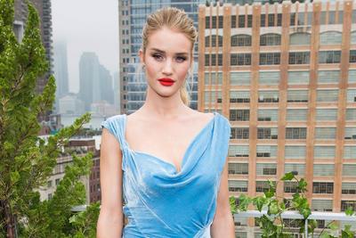 Rosie Huntington-Whiteley con 11.5 millones ha creado su propia página de belleza.
