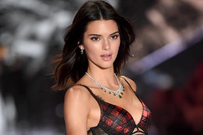 Kendall Jenner es la modelo mejor pagada del mundo e ingresó 22.5 millones de dólares en un año.