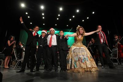 La orquesta y el coro estuvieron bajo la batuta de la maestra Clementina Montenegro.
