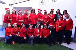17122018 COMIDA NAVIDEñA.  Integrantes del Centro Conie Bogart de Gómez Palacio celebrando 30 años de salud, belleza y bienestar junto a la aromaterapeuta Ana Pié de CDMX.