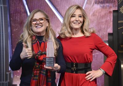 Nancy Cartwright (izquierda) hace la voz de Bart Simpson en inglés y Pamela Hayden la de Milhouse Van Houten.