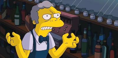 El cantinero Moe Szyslak apareció por primera vez en el episodio Simpsons Roasting on an Open Fire.