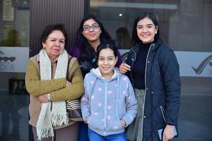 20122018 Leticia, Karen, Ángela y Marian.