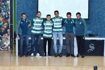 Diego Valdés, Brayan Garnica y Hugo Rodríguez fueron presentados como los nuevos refuerzos de Santos Laguna.