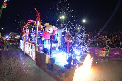 Desfile de Navidad llena de luces a Torreón