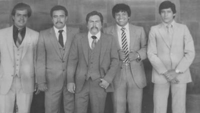 """23122018 Equipo Laguna de softbol, que participó en Mexicali, B.C., en 1960. Su manager, Antonio """"El Aguilita"""" Madrid. El niño que está al frente es el hoy famoso manager de softbol, Antonio """"Chulín"""" Saucedo."""
