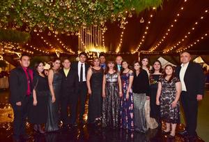 24122018 FIESTA DE GRADUACIóN.  Ingeniera Karla Rodríguez Olvera, acompañada de la Familia Olvera, concluyó satisfactoriamente sus estudios en el Tecnológico de Monterrey Campus Laguna.