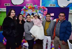 23122018 CUMPLE 3 AñOS.  Bárbara Nayle Ortega acompañada de su mamá, Carolina, y sus abuelitos, Liliana, Marycarmen, Edgardo y Juan Manuel.