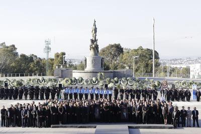 Ante familiares, políticos de alto nivel y gobernadores, amigos, empresarios y académicos, se llevó a cabo la ceremonia luctuosa de la gobernadora de Puebla Martha Érika Alonso y su esposo, el senador Rafael Moreno Valle en la Plaza la Victoria en la capital del estado.