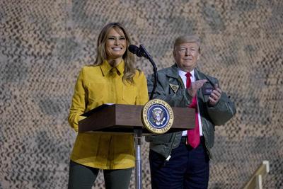 Trump quiere que el Congreso destine 5,000 millones de dólares para la construcción del muro, pero los demócratas se niegan a ceder y, por el momento, solo están dispuestos a destinar 1,300 millones a seguridad fronteriza, aunque con restricciones que impiden la construcción de la barrera.