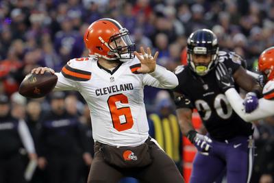 Los Browns (7-8-1) perdieron con su mariscal de campo Baker Mayfield, que completó 23 de 42 pases para 376 yardas con tres pases de anotación y tres interceptaciones.
