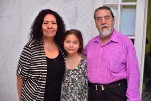 29122018 EN FAMILIA.  Nancy, Victoria y Fernando.